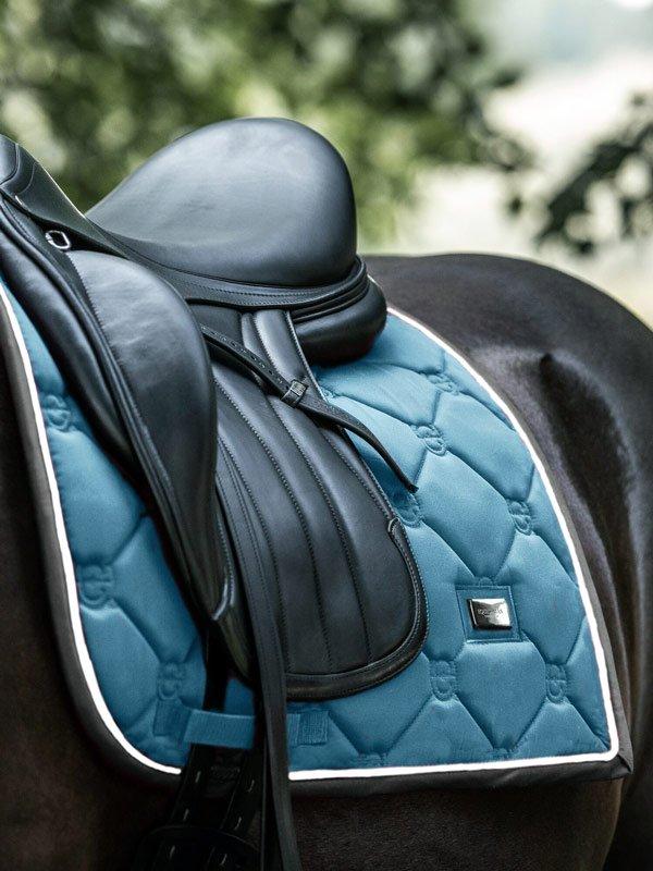 equestrian-stockholm-steel-blue-drezurna-podsedlova-decka
