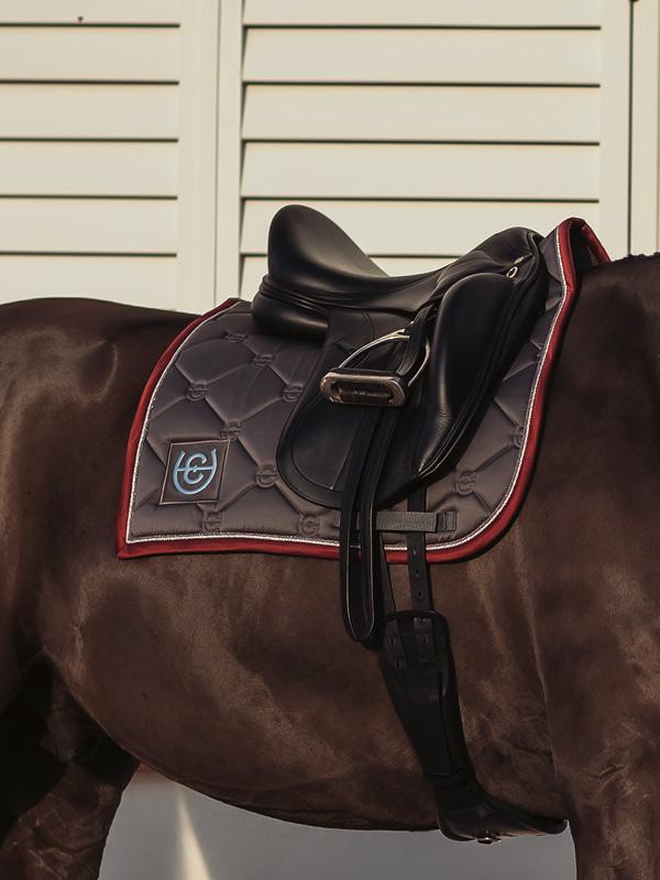 equestrian-stockholm-grey-bordeaux-drezurna-podsedlova-decka