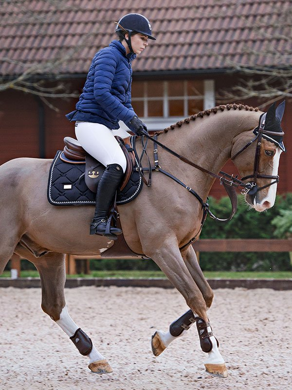 equestrian-stockholm-black-edition-ugro-nyeregalatet