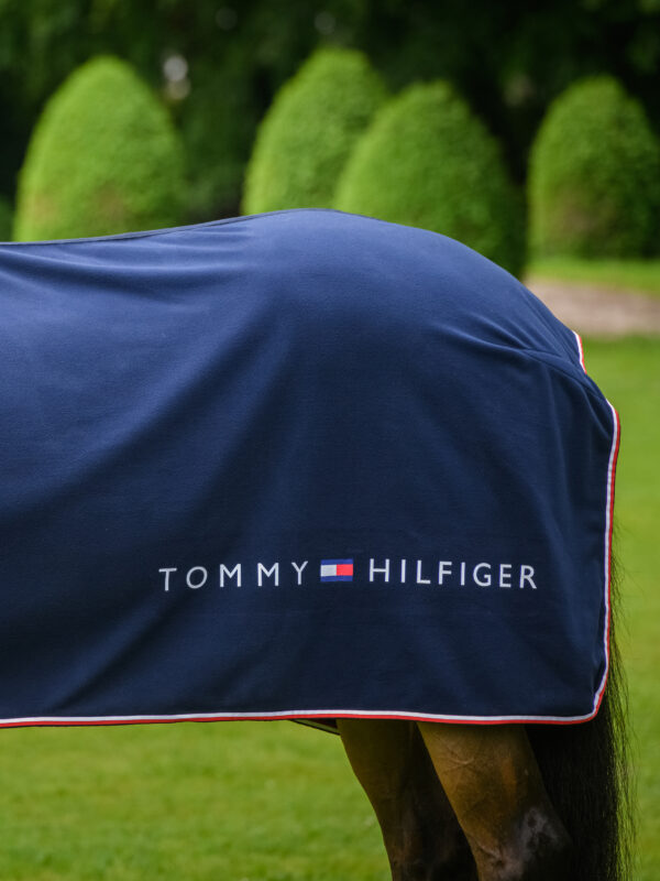 tommy-hilfiger-cooler-blanket-alpha-fleece