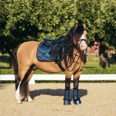 equestrian-stockholm-monaco-blue-skokova-podsedlova-decka-pony