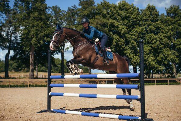 equestrian-stockholm-monaco-blue-skokova-podsedlova-decka